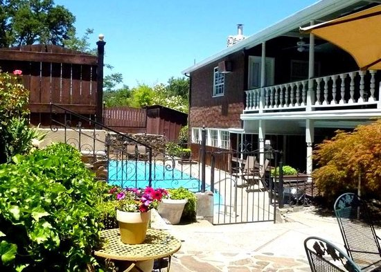Gunn House Hotel: Pool Area