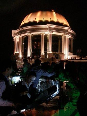 lebua at State Tower: Il Bar sulla terrazza a tetto