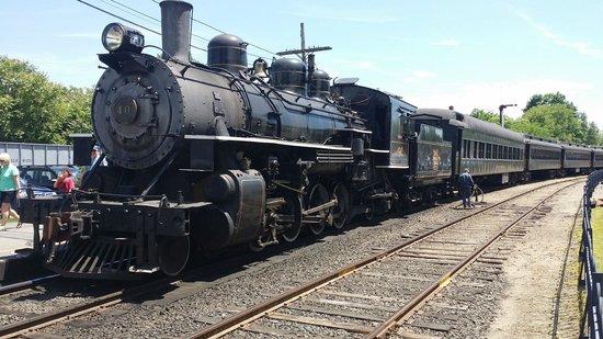 Essex Steam Train and Riverboat: Essex Steam Train