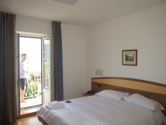 Lario Hotel: Simple but clean rooms