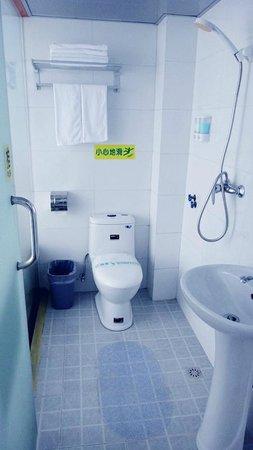 Guilin 68° Hotel North Train Station Branch: bathroom