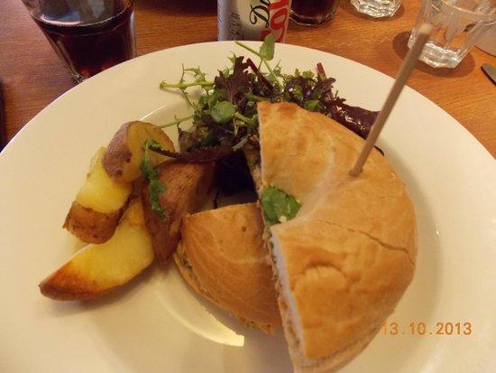 Cucina: Tasty chicken bagel sandwich.