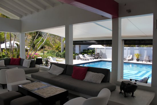 Montpelier Plantation & Beach: Pool and bar area