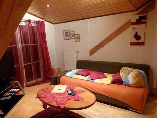 Ferienwohnung Mayer - Casa Patrizia: Sillón cama y salida al balcon