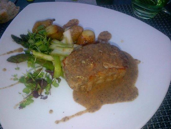 Restaurant L2 : Noix de côte de veau sauce morilles, poêlée d'asperge et pomme de terre grenaille