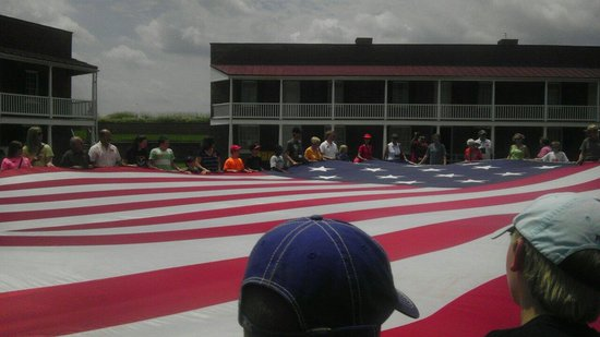 Fort McHenry National Monument : Learning about the flag