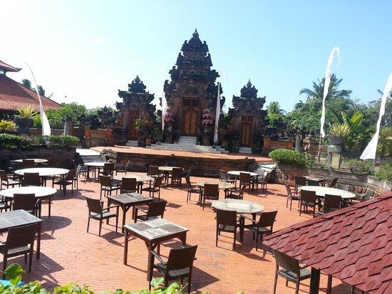 Ayodya Resort Bali: Das Theater im Hotel.