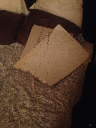 La Semana Hotel: Piece of ceiling that fell on our heads