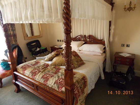 Emmet House Bed & Breakfast: Large comfortable bed.