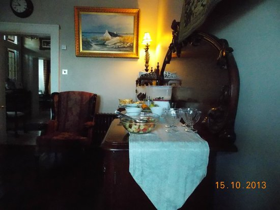Emmet House Bed & Breakfast: Lovely buffet style Irish breakfast.
