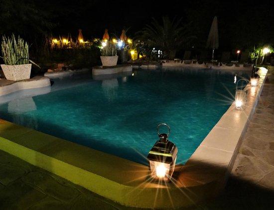 The Elegant Farmstead: Traumhafter Pool, auch am Abend