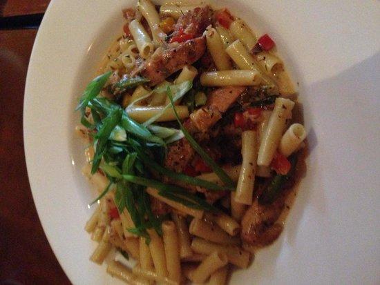 Cosmo's Restaurant & Bar: Jerk Chicken