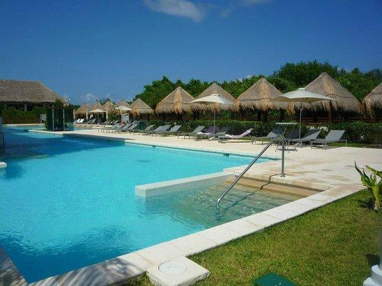 Paradisus Playa del Carmen La Perla: Piscine du côté Royal Service