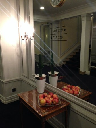 BELLEVUE PALACE Bern: Лифтовый холл