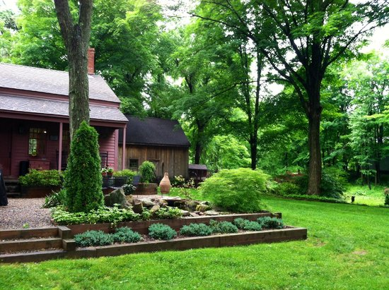 Green Acres Bed and Breakfast: The beautiful grounds