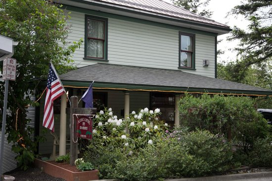 Alaska's Capital Inn Bed and Breakfast: Lovely home right in the center of Juneau.