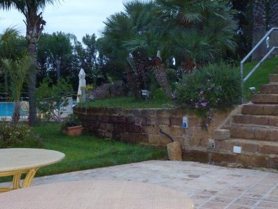 Hotel della Valle: hermosa decoracion en los jardines!