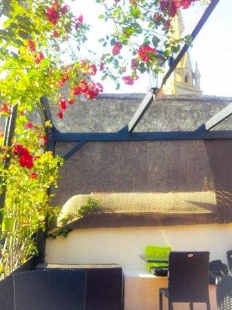 Le Sentier des Saveurs : courtyard at La Sentier des Saveurs, Parthenay
