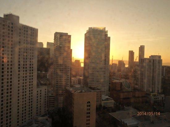 San Francisco Marriott Marquis: 夜明け。6時ごろ