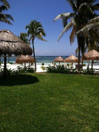 Villas Del Mar: Beach from pool area