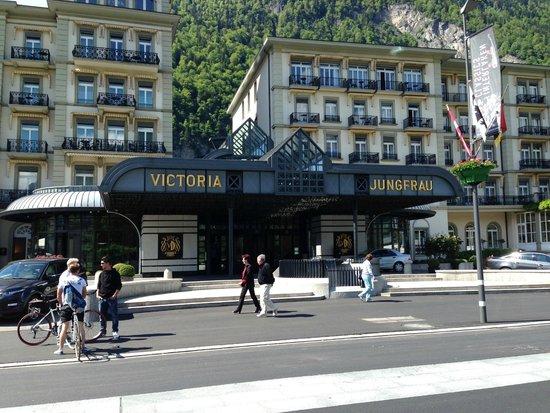 Victoria Jungfrau Grand Hotel & Spa: Здание отеля