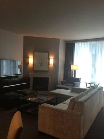 Trump International Hotel & Tower Chicago : Living Room of Suite