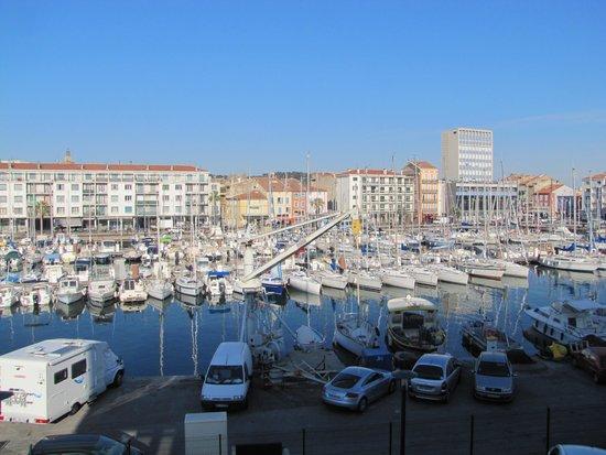 Kyriad Prestige Toulon - L S S M - Centre Port: Vue sur le port depuis la chambre.