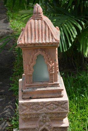 Angkor Palace Resort & Spa : Pathway LAmps