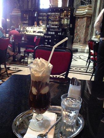 Kunsthistorisches Museum: Кафе музея - прекрасное место для объяснения в любви...к искусству