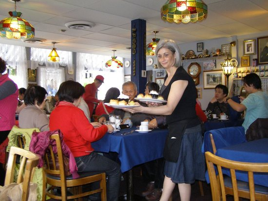 James Bay Tea Room and Restaurant: Late lunch time, 2011