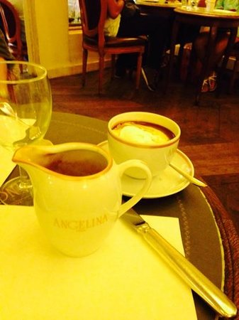 Angelina : geogeous hot chocolate and cakes