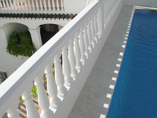 Apartamentos Turisticos La Mundial: La piscina es de agua salada y está abierta todo el año