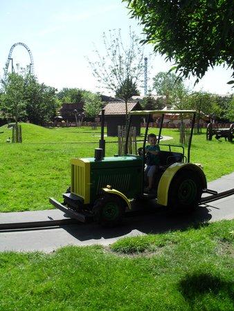 PlopsaLand De Panne: Stoer met de tractor