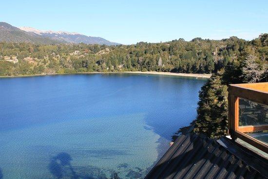 Cabanas Huitan Co : Vista al Lago Correntoso desde la pileta