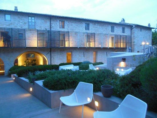 Nun Assisi Relais & Spa Museum: Same View at Dusk