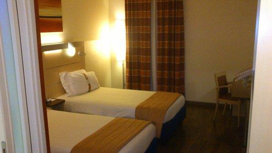 Holiday Inn Express Milan-Malpensa Airport: кровать