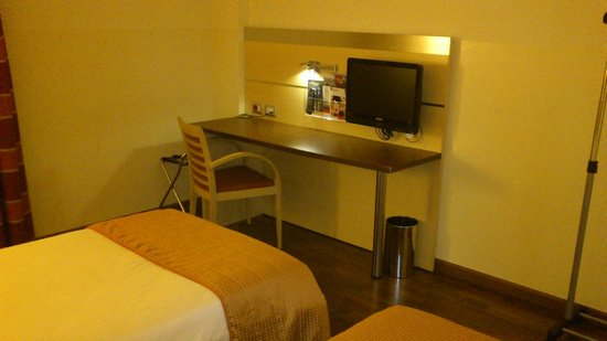 Holiday Inn Express Milan-Malpensa Airport: ТВ