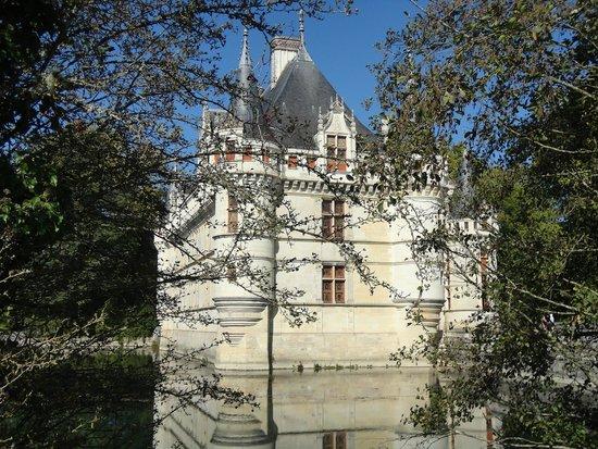 Château d'Azay-le-Rideau : Um castelo elegante.