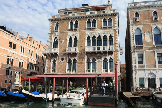 Bauer Palazzo: Hotel from the Canal.