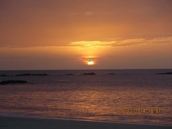 Four Seasons Resort Costa Rica at Peninsula Papagayo : Watching the sunset at the beach.