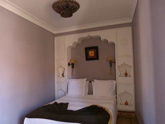 Dar Silsila: Bedroom