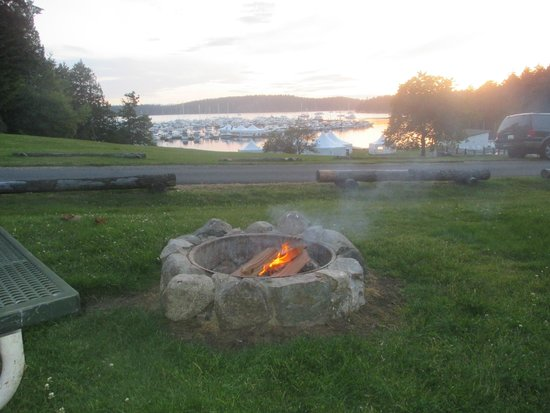Roche Harbor Resort: Fire pit at dusk