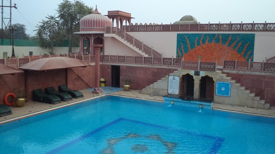 Chokhi Dhani Resort: Бассейн