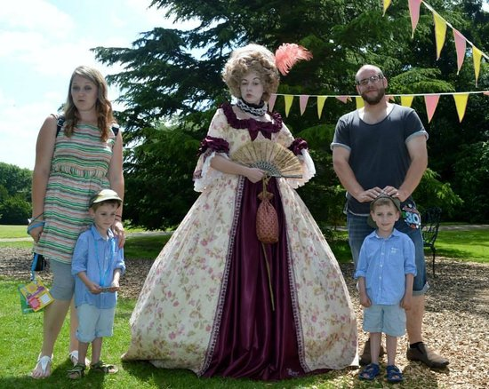 Warwick Castle: Family photo with Lady Lou
