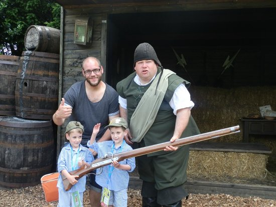 Warwick Castle: Holding the big gun with Big Dicky