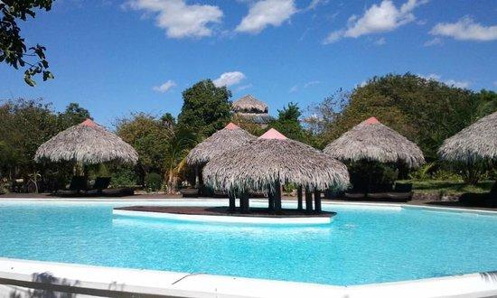 Antsanitia Resort : côté piscine