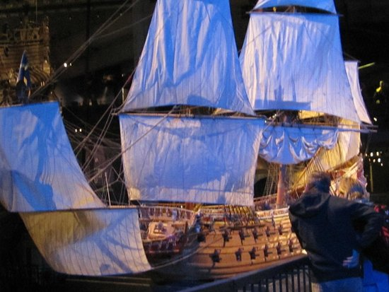 Vasa Museum: Large model of the Vasa, showing how she looked fully rigged.
