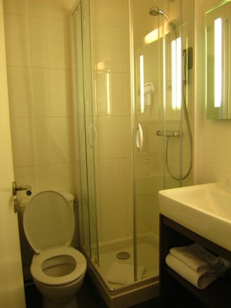 ibis Styles Saint-Malo Centre Historique : Bathroom