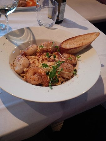 Urban Dish Grill & Wine Bar: Seafood Pasta