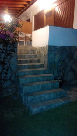 Tonia Apartments: Stairs to the entry